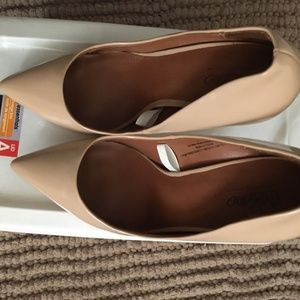 Size 8 Nude Mossimo Pumps
